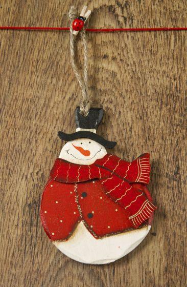 Este es un ejemplo de adorno de navidad clásico, con el muñeco de nieve como protagonista y un gran trabajo de pintado.