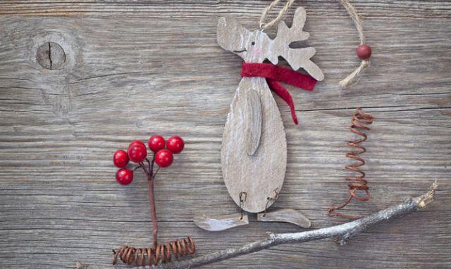 El reno, otro clásico de la decoración invernal, cuenta con unas patas unidas con alambres que facilita su movilidad.